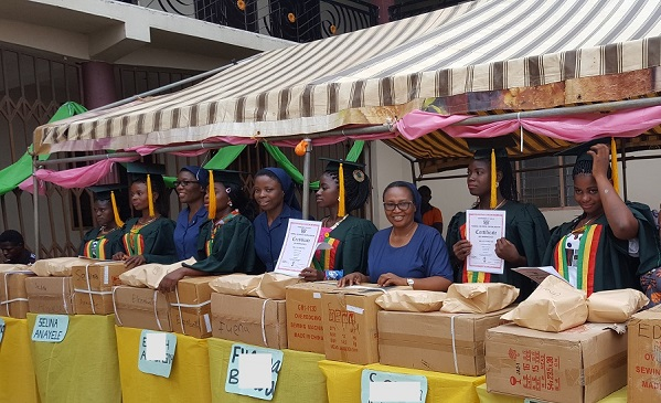 setting-up-items-for-graduands-copy